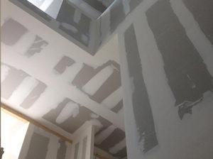 Cage d'escalier avec hauteur   Plâtrerie sèche